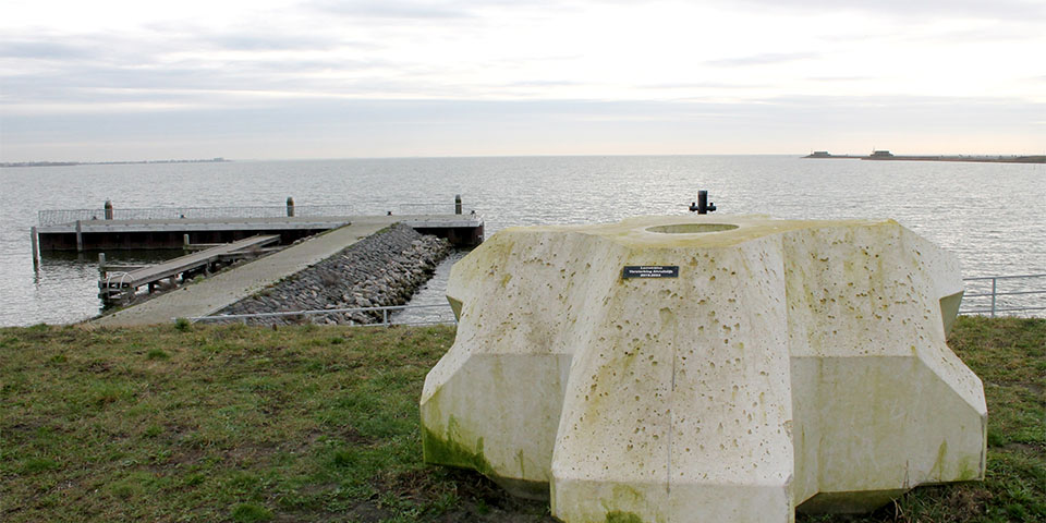levvel-bloc-bij-afsluitdijk-kopieren