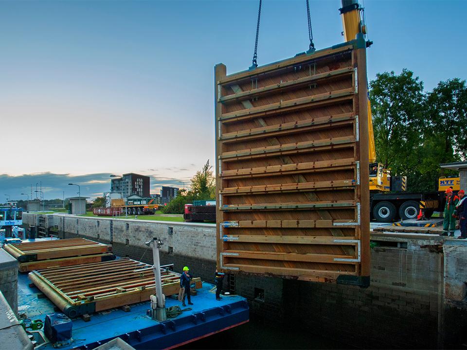 Beeld – (C) Wijma Kampen – houten sluisdeur kopiëren